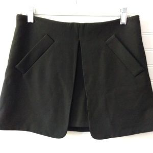 ZARA | Basic Black Single Pleat Mini Skirt Size M